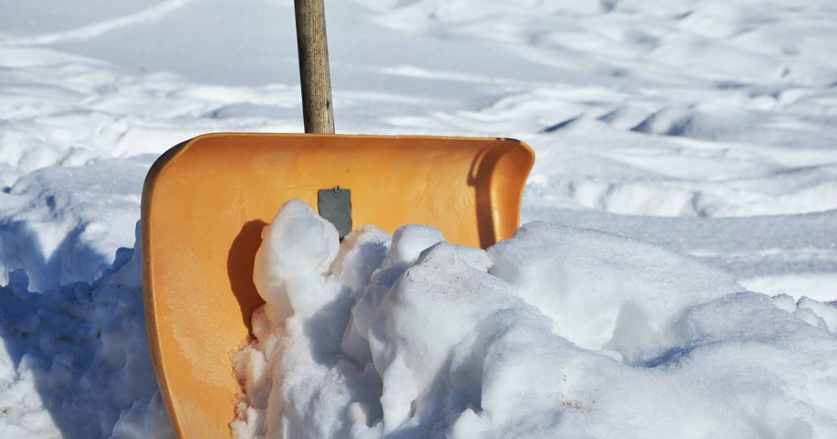 Shovelling Snow Tips - Winter Health - Ottawa Holistic Wellness
